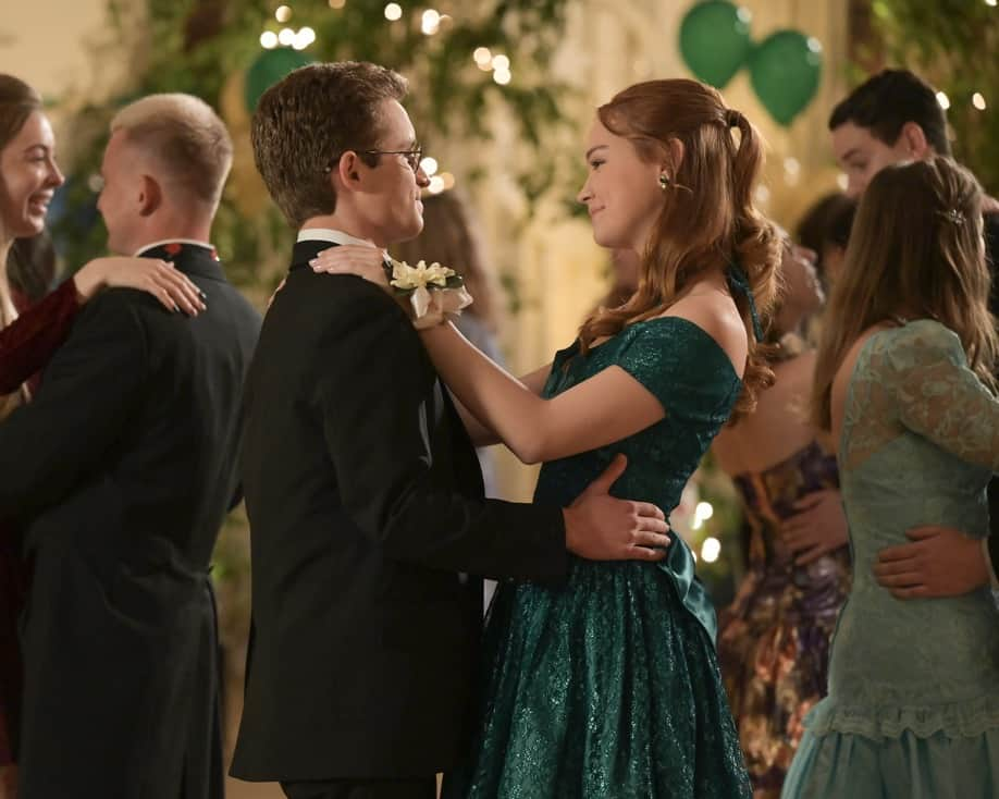 """THE GOLDBERGS Season 8 Episode 21- """"Alligator Schwartz"""" – Erica fears that Geoff has moved on from their breakup and started dating someone else. Meanwhile, Adam decides to find Dave Kim a date to prom, once he remembers his pact with Dave that they won't go to prom if they both don't have dates, on a new episode of """"The Goldbergs,"""" WEDNESDAY, MAY 12 (8:00-8:30 p.m. EDT), on ABC. (ABC/Temma Hankin) SEAN GIAMBRONE, SADIE STANLEY"""