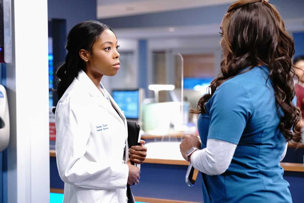 """CHICAGO MED Season 6 Episode 14 -- """"A Red Pill, A Blue Pill"""" Episode 614 -- Pictured: (l-r) Asjha Cooper as Vanessa Taylor, Marlyne Barrett as Maggie -- (Photo by: Elizabeth Sisson/NBC)"""