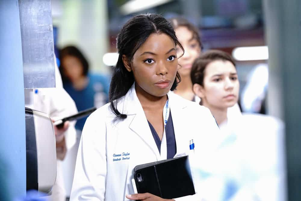 """CHICAGO MED Season 6 Episode 14 -- """"A Red Pill, A Blue Pill"""" Episode 614 -- Pictured: (l-r) Asjha Cooper as Vanessa Taylor -- (Photo by: Elizabeth Sisson/NBC)"""