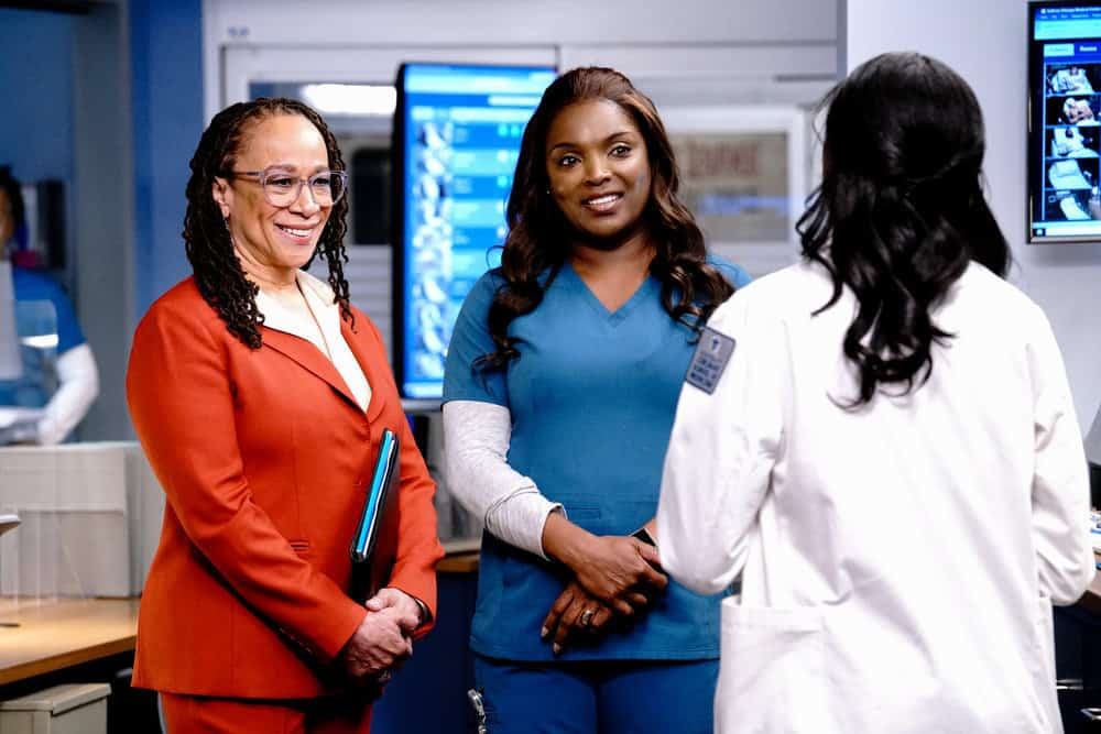 """CHICAGO MED Season 6 Episode 14 -- """"A Red Pill, A Blue Pill"""" Episode 614 -- Pictured: (l-r) S. Epatha Merkerson as Sharon Goodwin, Marlyne Barrett as Maggie -- (Photo by: Elizabeth Sisson/NBC)"""