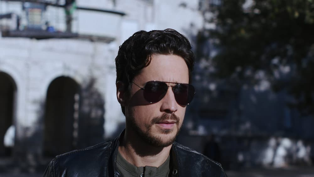 """QUEEN OF THE SOUTH Season 5 Episode 6 -- """"Silver or Lead"""" Episode 506 -- Pictured in this screengrab: Peter Gadiot as James Valdez -- (Photo by: USA Network)"""