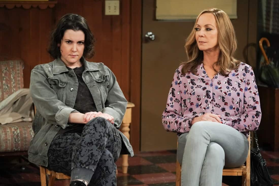 """MOM Season 8 Episode 18 """"My Kinda People and the Big To-Do"""" -- Bonnie gains a new outlook on her sobriety after dealing with difficult news. Also, Jill and Andy take a big step in their relationship, on the series finale of MOM, Thursday, May 13 (9:00-9:30 PM, ET/PT) on the CBS Television Network. Melanie Lynskey and Rondi Reed guest star. Pictured (L-R): Melanie Lynskey as Shannon and Allison Janney as Bonnie Photo: Michael Yarish/©2021 Warner Bros. Entertainment Inc. All Rights Reserved."""