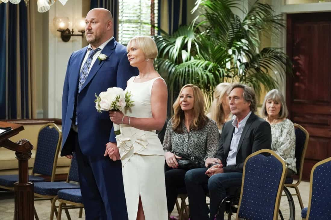 """MOM Season 8 Episode 18 """"My Kinda People and the Big To-Do"""" -- Bonnie gains a new outlook on her sobriety after dealing with difficult news. Also, Jill and Andy take a big step in their relationship, on the series finale of MOM, Thursday, May 13 (9:00-9:30 PM, ET/PT) on the CBS Television Network. Melanie Lynskey and Rondi Reed guest star. Pictured (L-R): Will Sasso as Andy, Jaime Pressly as Jill, Allison Janney as Bonnie, and William Fichtner as Adam Photo: Michael Yarish/©2021 Warner Bros. Entertainment Inc. All Rights Reserved."""