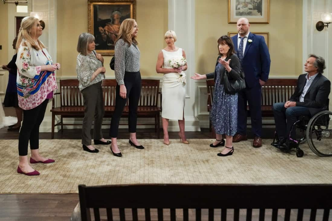 """MOM Season 8 Episode 18 """"My Kinda People and the Big To-Do"""" -- Bonnie gains a new outlook on her sobriety after dealing with difficult news. Also, Jill and Andy take a big step in their relationship, on the series finale of MOM, Thursday, May 13 (9:00-9:30 PM, ET/PT) on the CBS Television Network. Melanie Lynskey and Rondi Reed guest star. Pictured (L-R): Kristen Johnston as Tammy, Mimi Kennedy as Marjorie, Kristen Johnston as Tammy, Jaime Pressly as Jill, Beth Hall as Wendy, Will Sasso as Andy, and William Fichtner as Adam Photo: Michael Yarish/©2021 Warner Bros. Entertainment Inc. All Rights Reserved."""
