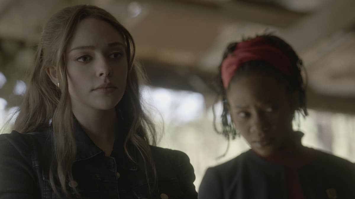 """LEGACIES Season 3 Episode 12 -- """"I Was Made to Love You"""" -- Image Number: LGC312fg_0007r -- Pictured (L-R): Danielle Rose Russell as Hope Mikaelson and Omono Okojie as Cleo -- Photo: The CW -- © 2021 The CW Network, LLC. All Rights Reserved."""