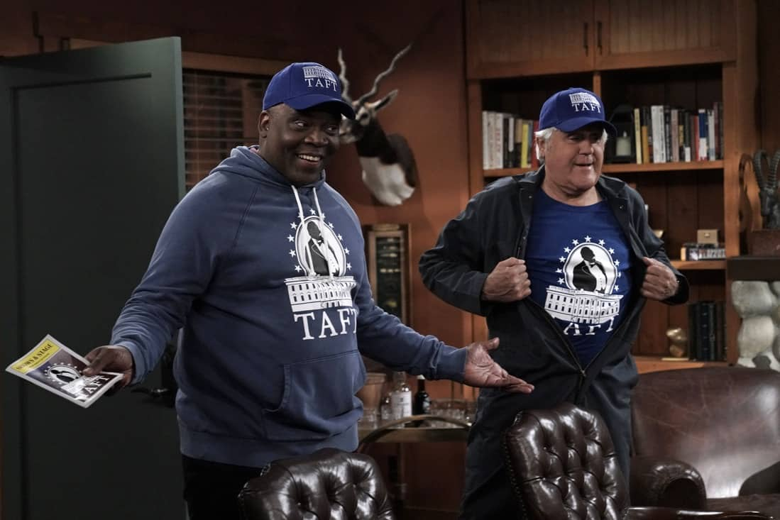 """LAST MAN STANDING Season 9 Episode 19: Jonathan Adams and guest star Jay Leno in the """"Murder, She Wanted"""" episode of LAST MAN STANDING airing Thursday, May 13 (9:00-9:30 PM ET/PT) on FOX. CR: Michael Becker/FOX. © 2021 FOX Media LLC."""