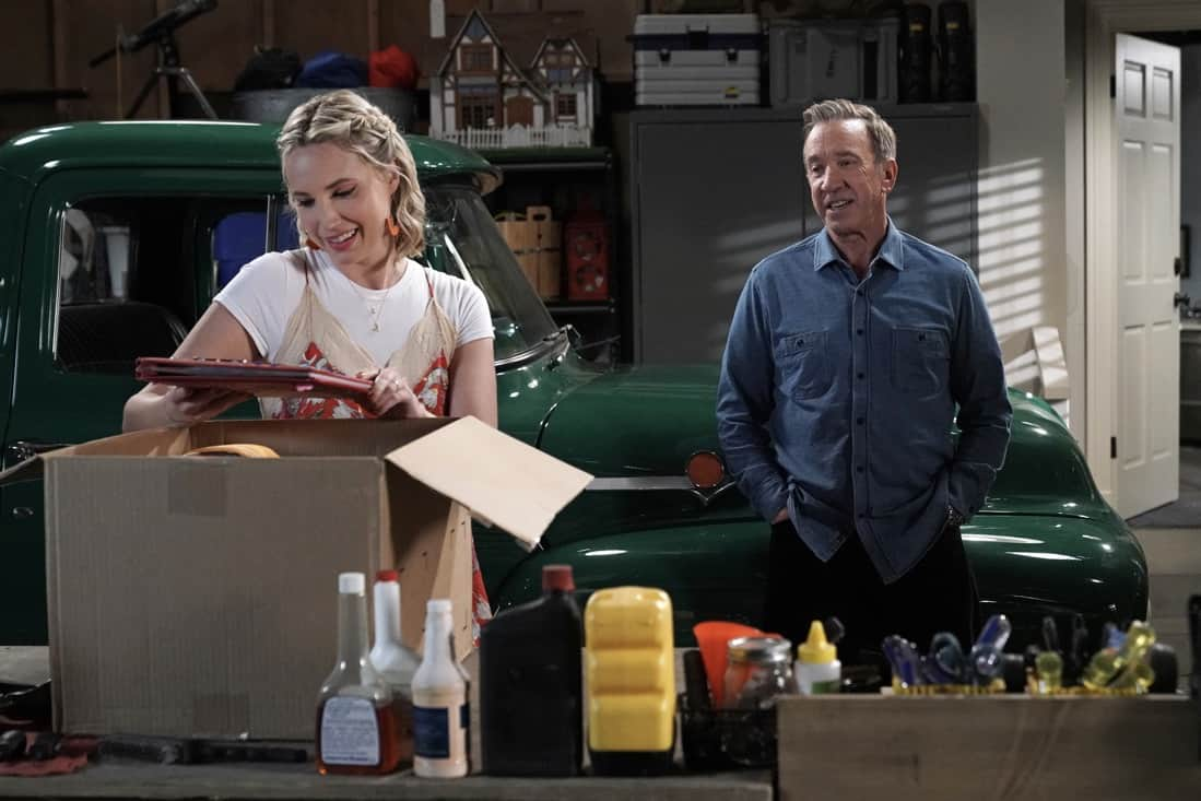 """LAST MAN STANDING Season 9 Episode 19: L-R: Molly McCook and Tim Allen in the """"Murder, She Wanted"""" episode of LAST MAN STANDING airing Thursday, May 13 (9:00-9:30 PM ET/PT) on FOX. CR: Michael Becker/FOX. © 2021 FOX Media LLC."""