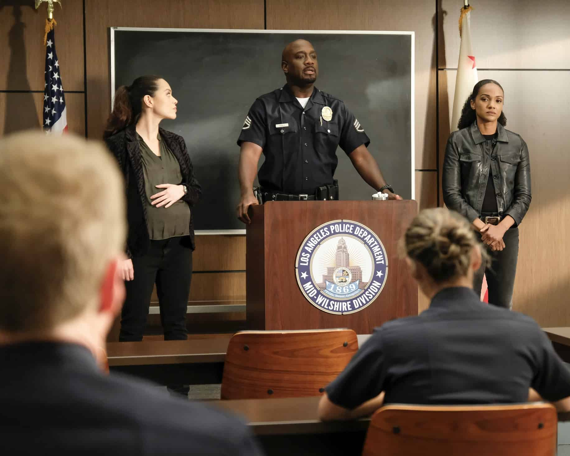 """THE ROOKIE Season 3 Episode 14 - """"Threshold"""" – Officer Nolan mildly injures himself while chasing down a shoplifter and the local DA wants to charge the suspect with assault despite Nolan's wishes. Meanwhile, Lucy goes undercover, Lopez' wedding venue is seized by the FBI and Nolan meets his new neighbor on the season finale of """"The Rookie,"""" SUNDAY, MAY 16 (10:00-11:00 p.m. EDT), on ABC. (ABC/Erica Parise) ALYSSA DIAZ, RICHARD T. JONES, MEKIA COX"""
