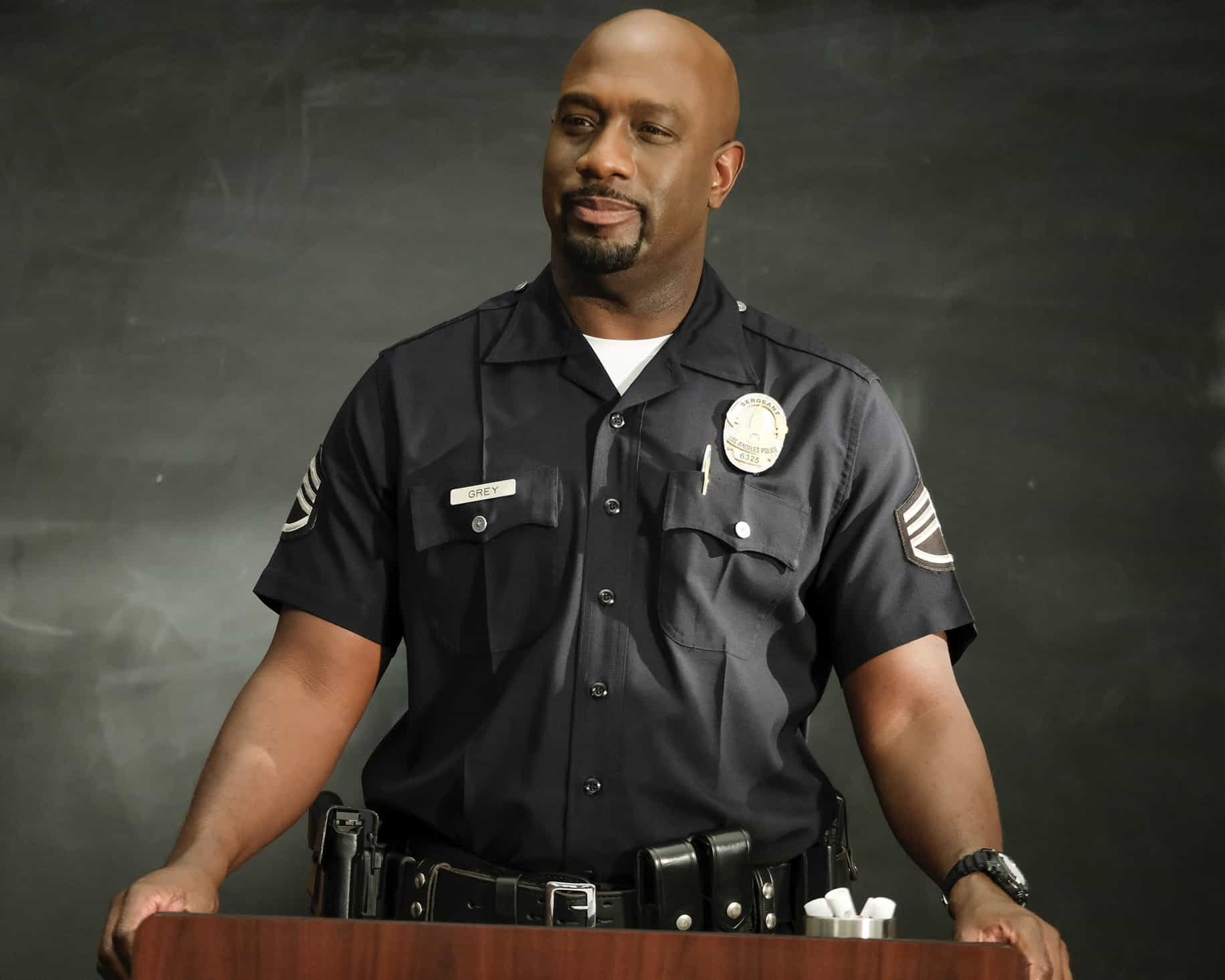 """THE ROOKIE Season 3 Episode 14 - """"Threshold"""" – Officer Nolan mildly injures himself while chasing down a shoplifter and the local DA wants to charge the suspect with assault despite Nolan's wishes. Meanwhile, Lucy goes undercover, Lopez' wedding venue is seized by the FBI and Nolan meets his new neighbor on the season finale of """"The Rookie,"""" SUNDAY, MAY 16 (10:00-11:00 p.m. EDT), on ABC. (ABC/Erica Parise) RICHARD T. JONES"""