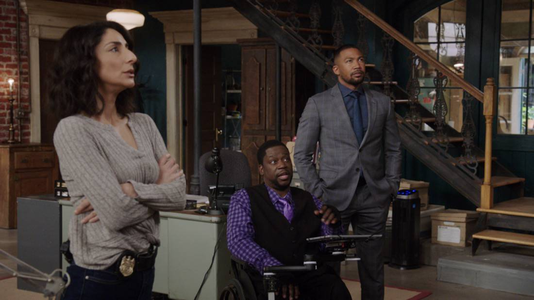 """NCIS NEW ORLEANS Season 7 Episode 15 """"Runs in the Family"""" – As Pride and Rita plan their wedding, the FBI arrests Connor (Drew Scheid) in connection to the bar's firebombing as a means of getting to his mother (Callie Thorne) and Rita may be the only person who can save them, on """"NCIS: NEW ORLEANS,"""" Sunday, May 16 (10:00-11:00 PM, ET/PT) on the CBS Television Network. Pictured L-R: Necar Zadegan as Special Agent Hannah Khoury, Daryl """"Chilli"""" Mitchell as Patton Plame, and Charles Michael Davis as Special Agent Quentin Carter Photo: Screen Grab/CBS ©2021 CBS Broadcasting, Inc. All Rights Reserved."""