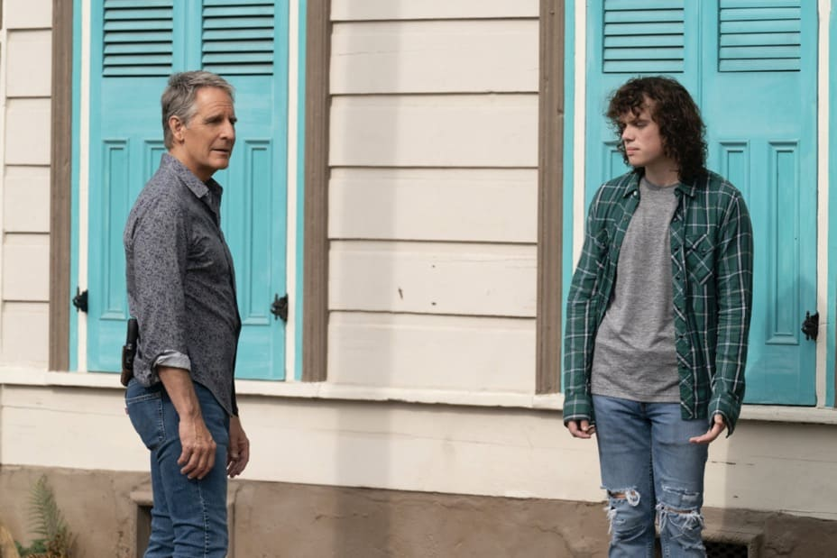 """NCIS NEW ORLEANS Season 7 Episode 15 """"Runs in the Family"""" – As Pride and Rita plan their wedding, the FBI arrests Connor (Drew Scheid) in connection to the bar's firebombing as a means of getting to his mother (Callie Thorne) and Rita may be the only person who can save them, on """"NCIS: NEW ORLEANS,"""" Sunday, May 16 (10:00-11:00 PM, ET/PT) on the CBS Television Network. Pictured L-R: Scott Bakula as Special Agent Dwayne Pride and Drew Scheid as Connor Dean  Photo: Sam Lothridge/CBS ©2021 CBS Broadcasting, Inc. All Rights Reserved."""