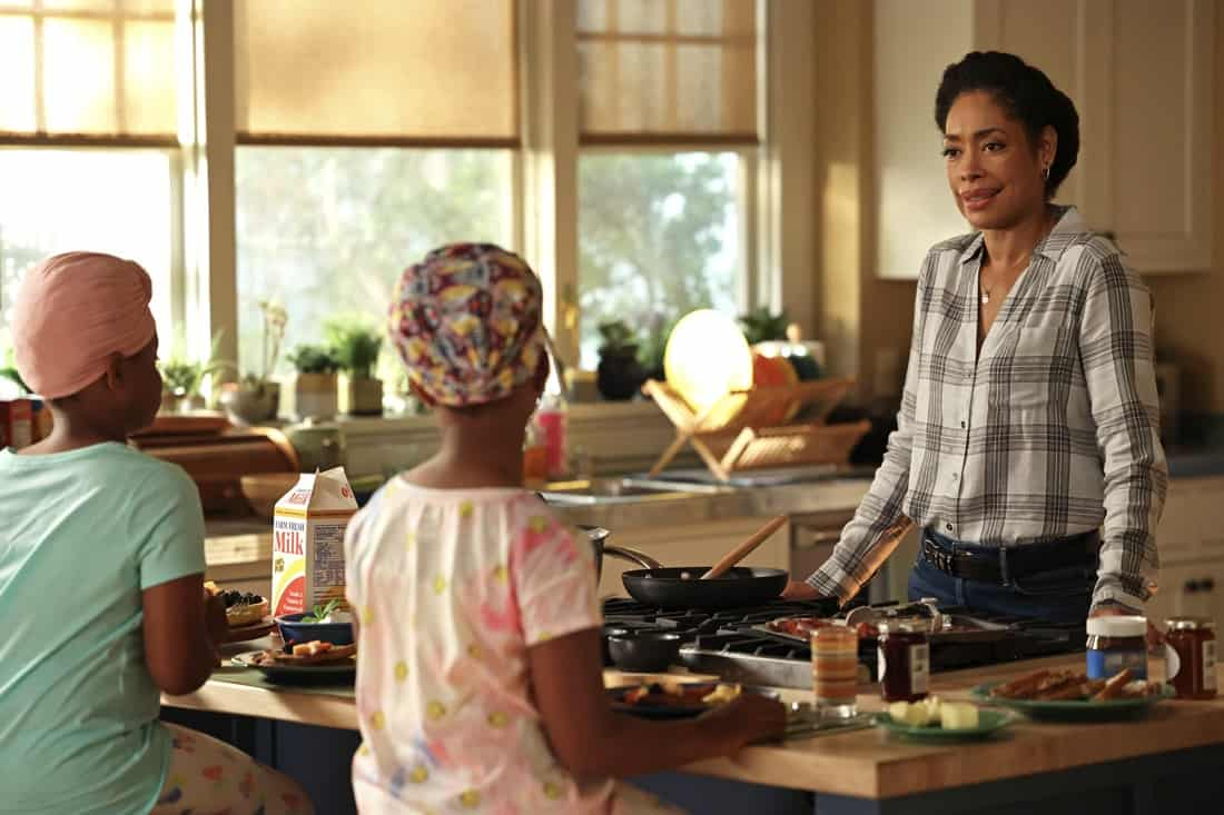 """9-1-1 LONE STAR Season 2 Episode 13 : L-R: Guest stars Xandi and Lexi Crouch, and Gina Torres in the """"One Day"""" episode of 9-1-1: LONE STAR airing Monday, May 17 (9:01-10:00 PM ET/PT) on FOX. © 2021 Fox Media LLC. CR: Jordin Althaus/FOX."""