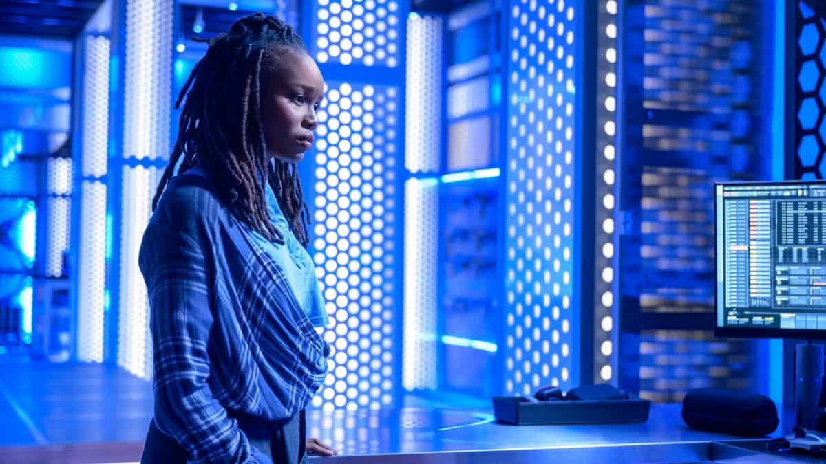 """BLACK LIGHTNING Season 4 Episode 12-- """"The Book of Resurrection: Chapter One"""" -- Image Number: BLK412a_0194r.jpg -- Pictured: Laura Kariuki as JJ — Photo: Boris Martin/The CW --  ©2021 The CW Network, LLC. All rights reserved."""
