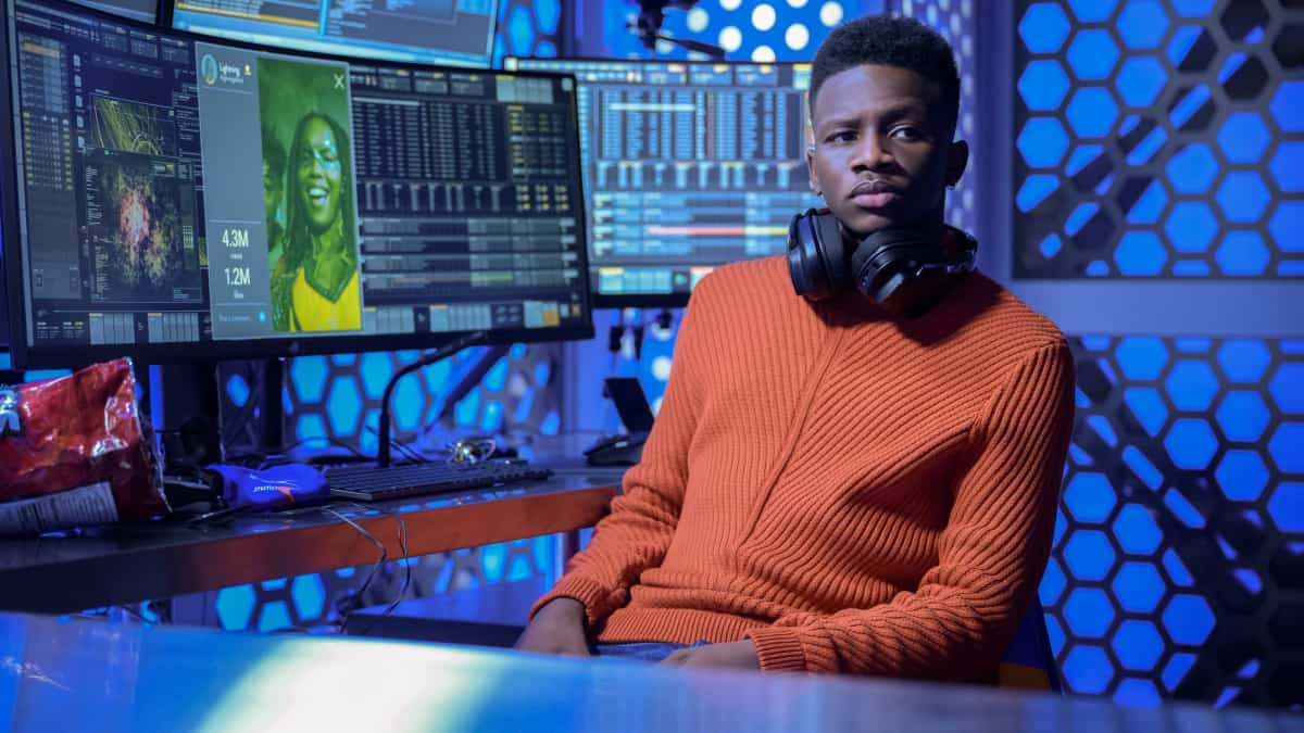 """BLACK LIGHTNING Season 4 Episode 12 -- """"The Book of Resurrection: Chapter One"""" -- Image Number: BLK412a_0164r.jpg -- Pictured: Christopher Ammanuel Darby as TC— Photo: Boris Martin/The CW --  ©2021 The CW Network, LLC. All rights reserved."""