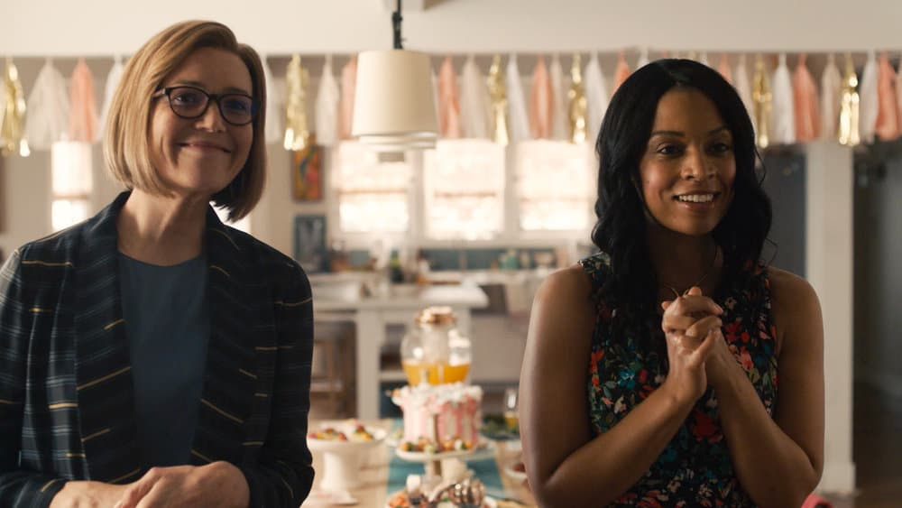 """THIS IS US Season 5 Episode 15 -- """"Jerry 2.0"""" Episode 515 -- Pictured in this screengrab: (l-r) Mandy Moore as Rebecca, Susan Kelechi Watson as Beth -- (Photo by: NBC)"""