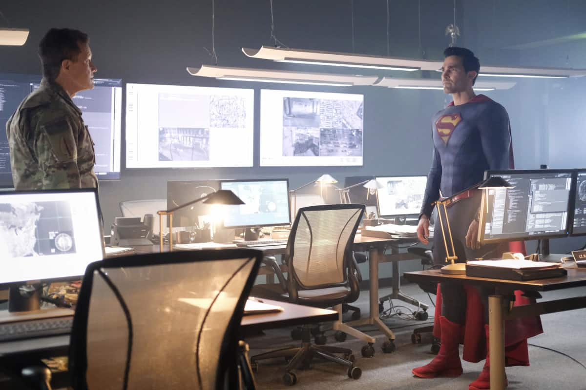 """SUPERMAN AND LOIS Season 1 Episode 6 -- """"Broken Trust"""" -- Image Number: SML106b_0043r.jpg -- Pictured (L-R): Dylan Walsh as Genera Lane and Tyler Hoechlin as Superman -- Photo: Bettina Strauss/The CW -- © 2021 The CW Network, LLC. All Rights Reserved.Photo Credit: Bettina Strauss"""
