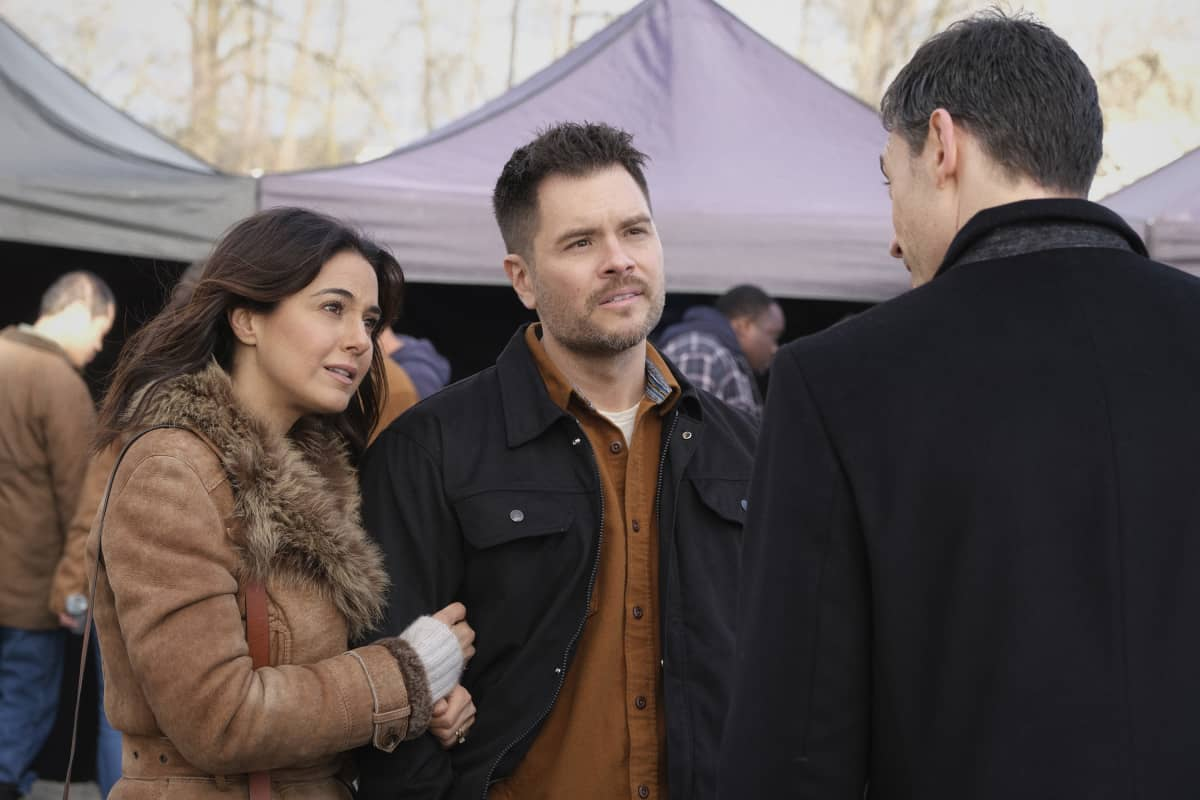 """SUPERMAN AND LOIS Season 1 Episode 6 -- """"Broken Trust"""" -- Image Number: SML106a_0162r.jpg -- Pictured (L-R):  Emmanuelle Chriqui as Lana,  Erik Valdez as Kyle and  Adam Rayner as Morgan Edge -- Photo: Bettina Strauss/The CW -- © 2021 The CW Network, LLC. All Rights Reserved.Photo Credit: Bettina Strauss"""