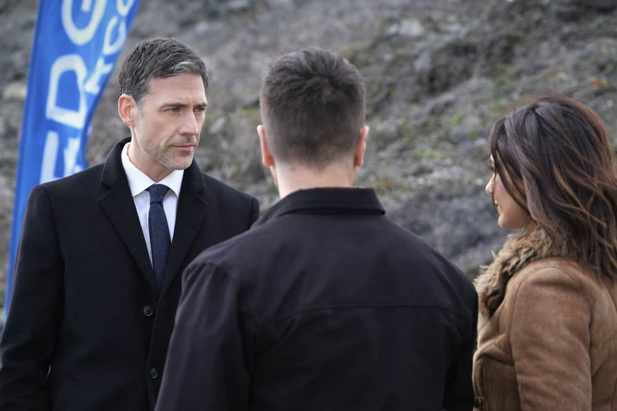 """SUPERMAN AND LOIS Season 1 Episode 6-- """"Broken Trust"""" -- Image Number: SML106a_0046r.jpg -- Pictured (L-R):  Adam Rayner as Morgan Edge, Erik Valdez as Kyle and Emmanuelle Chriqui as Lana -- Photo: Bettina Strauss/The CW -- © 2021 The CW Network, LLC. All Rights Reserved.Photo Credit: Bettina Strauss"""