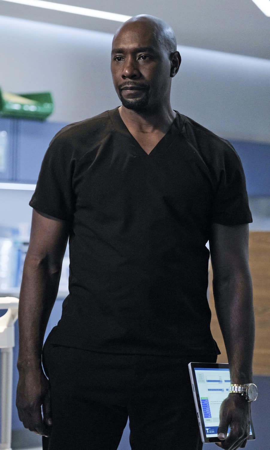 """THE RESIDENT Season 4 Episode 14 : Morris Chestnut in the season finale """"Past Present Future"""" episode of THE RESIDENT airing Tuesday, May 18 (8:00-9:01 PM ET/PT) on FOX. ©2021 Fox Media LLC Cr: Guy D'Alema/FOX"""