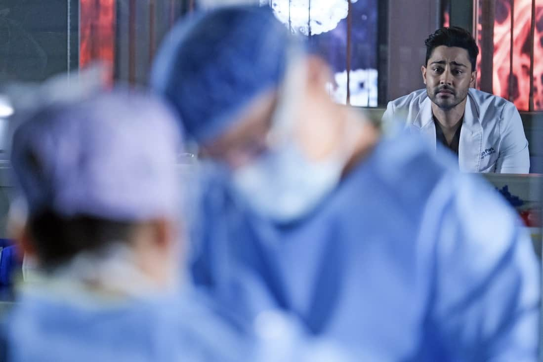"""THE RESIDENT Season 4 Episode 14 : L-R: Guest star Anuja Joshi, Bruce Greenwood and Manish Dayal in the season finale """"Past Present Future"""" episode of THE RESIDENT airing Tuesday, May 18 (8:00-9:01 PM ET/PT) on FOX. ©2021 Fox Media LLC Cr: Guy D'Alema/FOX"""