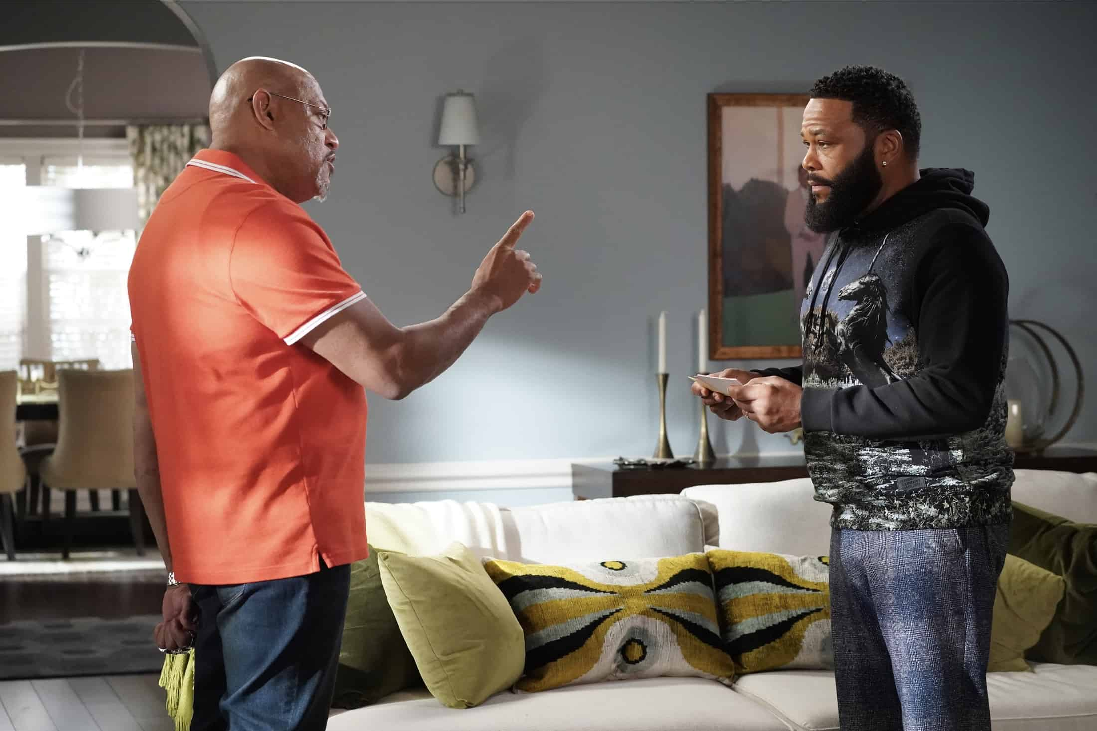 """BLACK-ISH Season 7 Episode 21 - """"Urban Legend"""" – Dre feels pigeonholed to the urban marketing team at Stevens & Lido and realizes he needs to make some big career changes. Boyz II Men stop by the office to help out the team with a SoFi campaign pitch.  Meanwhile, Junior has to deal with the twins who are overstaying their welcome at his and Olivia's apartment on the season finale of """"black-ish,"""" TUESDAY, MAY 18 (9:00-9:30 p.m. EDT), on ABC. (ABC/Richard Cartwright) LAURENCE FISHBURNE, ANTHONY ANDERSON"""