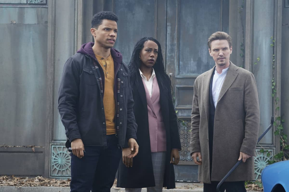 """NANCY DREW Season 2 Episode 16 -- """"The Purloined Keys"""" -- Image Number: NCD216a_0162r.jpg -- Pictured (L-R): Tunji Kasim as Nick, Rukiya Bernard as Val Samuels and Riley Smith as Ryan -- Photo: Shane Harvey/The CW -- © 2021 The CW Network, LLC. All Rights Reserved."""