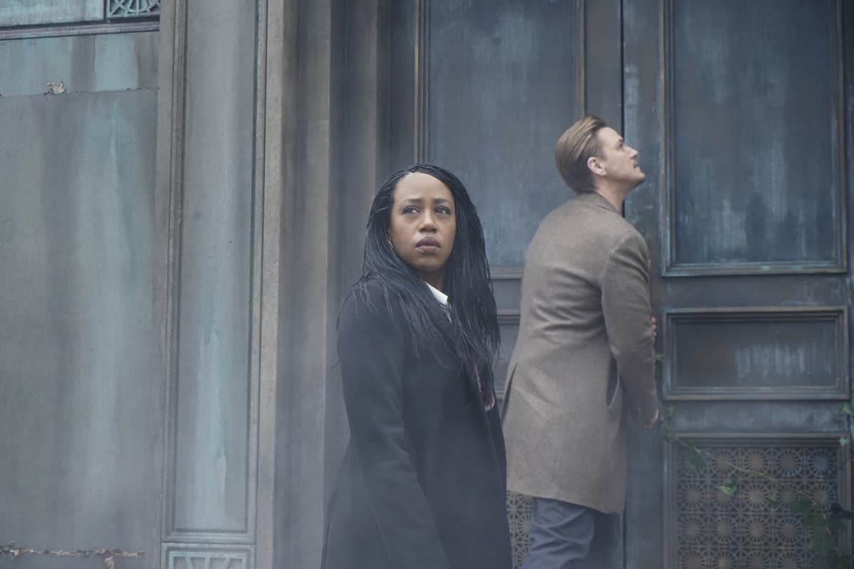 """NANCY DREW Season 2 Episode 16  -- """"The Purloined Keys"""" -- Image Number: NCD216a_0041r.jpg -- Pictured (L-R): Rukiya Bernard as Val Samuels and Riley Smith as Ryan -- Photo: Shane Harvey/The CW -- © 2021 The CW Network, LLC. All Rights Reserved."""
