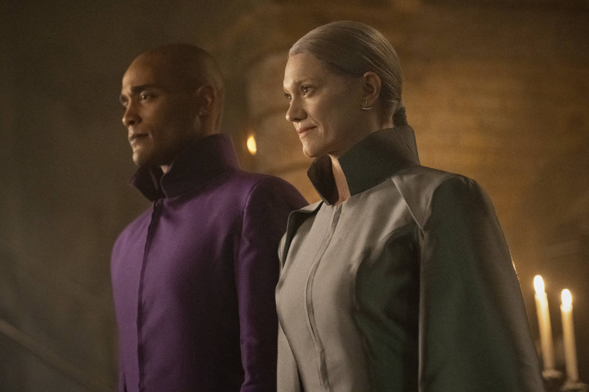 """CHARMED Season 3 Episode 13 -- """"Chaos Theory"""" -- Image Number: CMD313A_0270r -- Pictured (L-R): Aryeh-Or as Mo and Heather Doerksen as Aladria -- Photo: Dean Buscher/The CW -- © 2021 The CW Network, LLC. All Rights Reserved."""