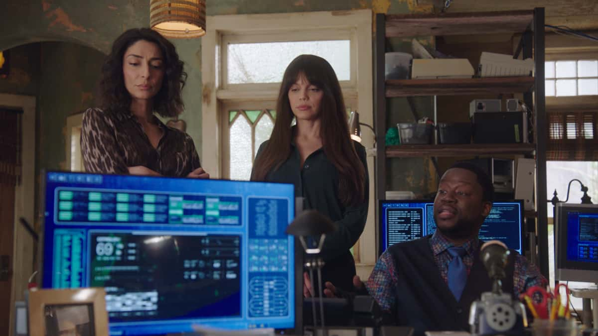 """NCIS NEW ORLEANS Season 7 Episode 16 Laissez les Bons Temps Rouler On the eve to PrideÕs wedding to Rita, and Connor entering witness protection, Pride must find who attacked Jimmy (Jason Alan Carvell) and Connor (Drew Scheid), while also figuring out SashaÕs (Callie Thorne) ulterior motives regarding their son, on the series finale of ÒNCIS: NEW ORLEANS,Ó Sunday, May 23 (10:00-11:00 PM, ET/PT) on the CBS Television Network.  Pictured L-R: Necar Zadegan as Special Agent Hannah Khoury, Vanessa Ferlito as Special Agent Tammy Gregorio, and Daryl """"Chilli"""" Mitchell as Patton Plame Photo: Screen Grab/CBS ©2021 CBS Broadcasting, Inc. All Rights Reserved."""