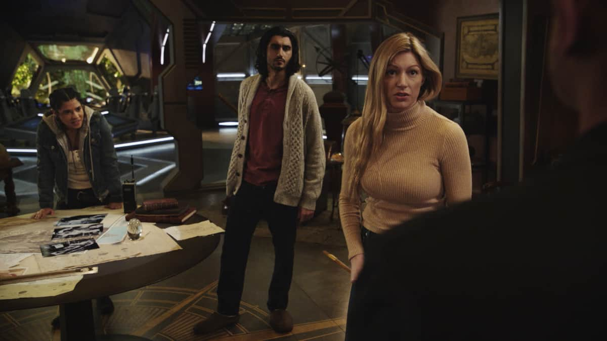 """LEGENDS OF TOMORROW Season 6 Episode 4 -- """"Bay of Squids"""" -- Image Number: LGN604fg_0018r.jpg -- Pictured (L-R): Lisseth Chavez as Esperanza """"Spooner"""" Cruz, Shayan Sobhian as Behrad and Jes Macallan as Ava   -- Photo: The CW -- © 2021 The CW Network, LLC. All Rights Reserved."""