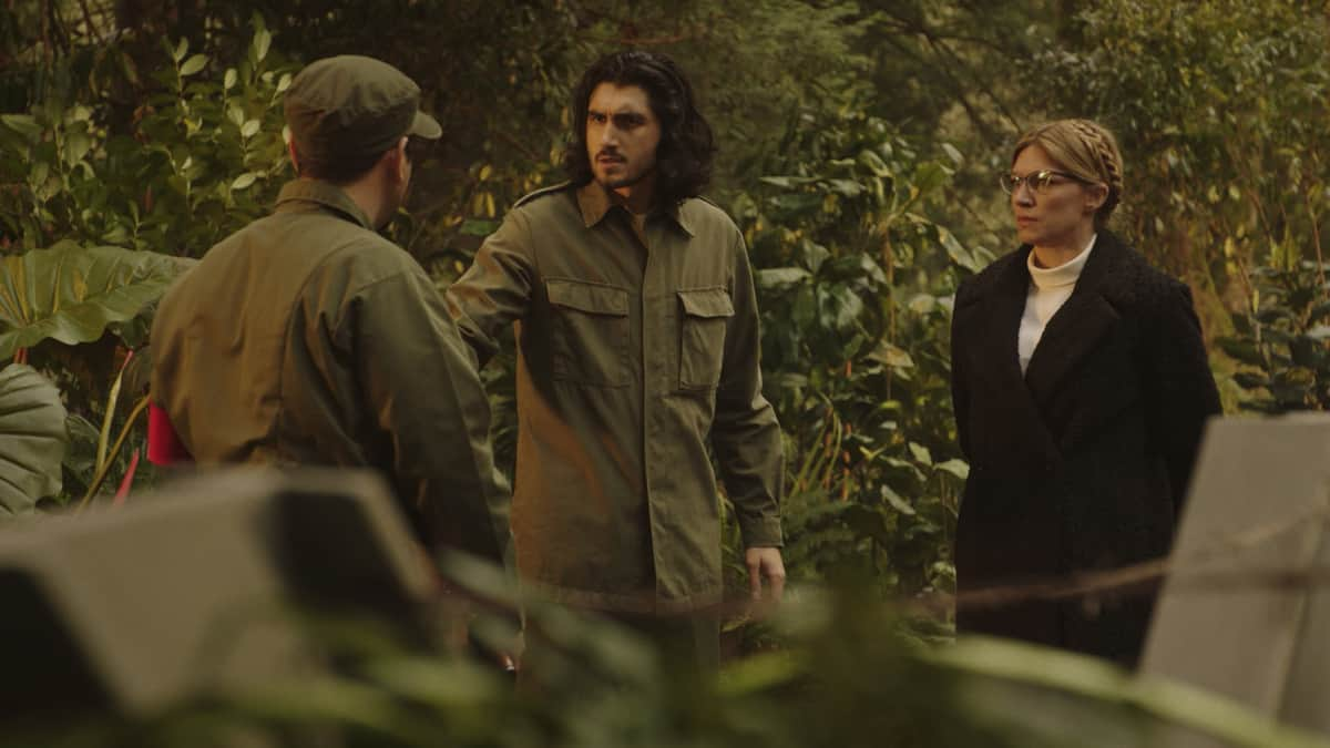 """LEGENDS OF TOMORROW Season 6 Episode 4-- """"Bay of Squids"""" -- Image Number: LGN604fg_0022r.jpg -- Pictured (L-R): Shayan Sobhian as Behrad and Jes Macallan as Ava  -- Photo: The CW -- © 2021 The CW Network, LLC. All Rights Reserved."""