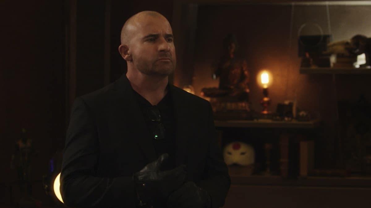 """LEGENDS OF TOMORROW Season 6 Episode 4 -- """"Bay of Squids"""" -- Image Number: LGN604fg_0002r.jpg -- Pictured: Dominic Purcell as Mick Rory/Heat Wave  -- Photo: The CW -- © 2021 The CW Network, LLC. All Rights Reserved."""