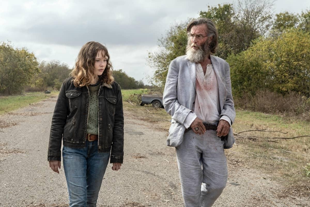 FEAR THE WALKING DEAD Season 6 Episode 14 Zoe Colletti as Dakota, John Glover as Teddy - Fear the Walking Dead _ Season 6, Episode 14 - Photo Credit: Ryan Green/AMC