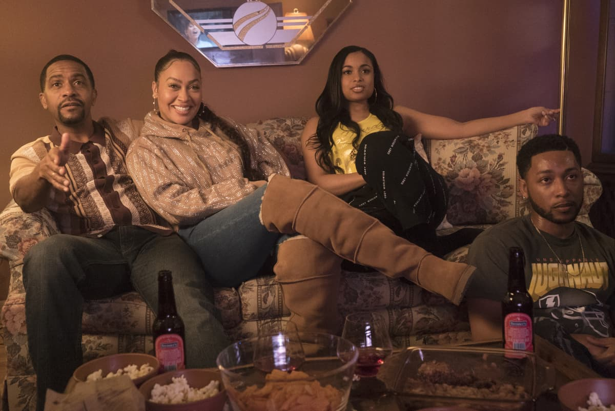 """THE CHI Season 4 Episode 1 (L-R): Rolando Boyce as Darnell, Lala Anthony as Dom, Hannaha Hall as Tiffany and Jacob Latimore as Emmett in THE CHI, """"Soul Food"""".  Photo credit: Elizabeth Sisson/SHOWTIME."""