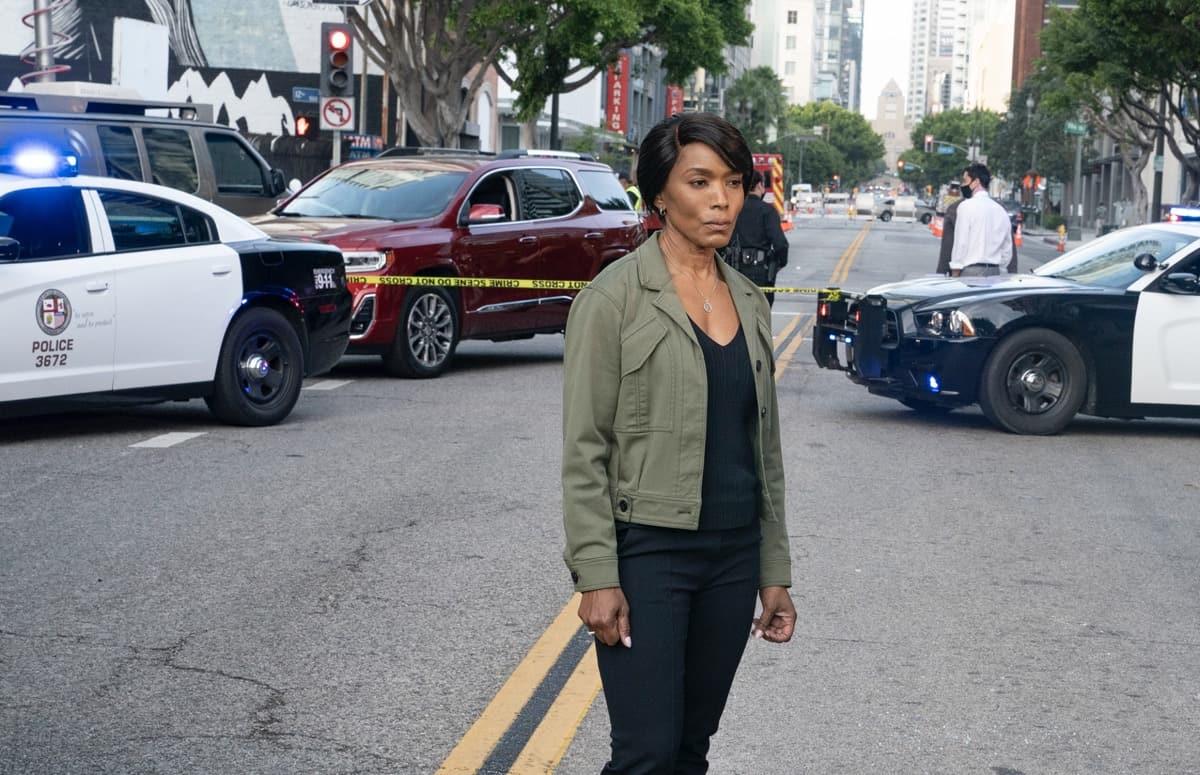 "9-1-1 Season 4 Episode 14  Angela Bassett in the ""Survivors"" episode of 9-1-1 airing Monday, May 24 (8:00-9:00 PM ET/PT) on FOX. CR: Jack Zeman /FOX. © 2021 FOX Media LLC."