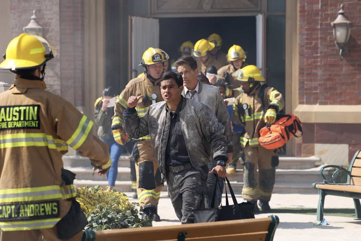 """9-1-1 LONE STAR Season 2 Episode 14 : Julian Works and Rob Lowe in the """"Dust to Dust"""" season finale episode of 9-1-1: LONE STAR airing Monday, May 24 (9:01-10:00 PM ET/PT) on FOX. © 2021 Fox Media LLC. CR: Jordin Althaus/FOX."""
