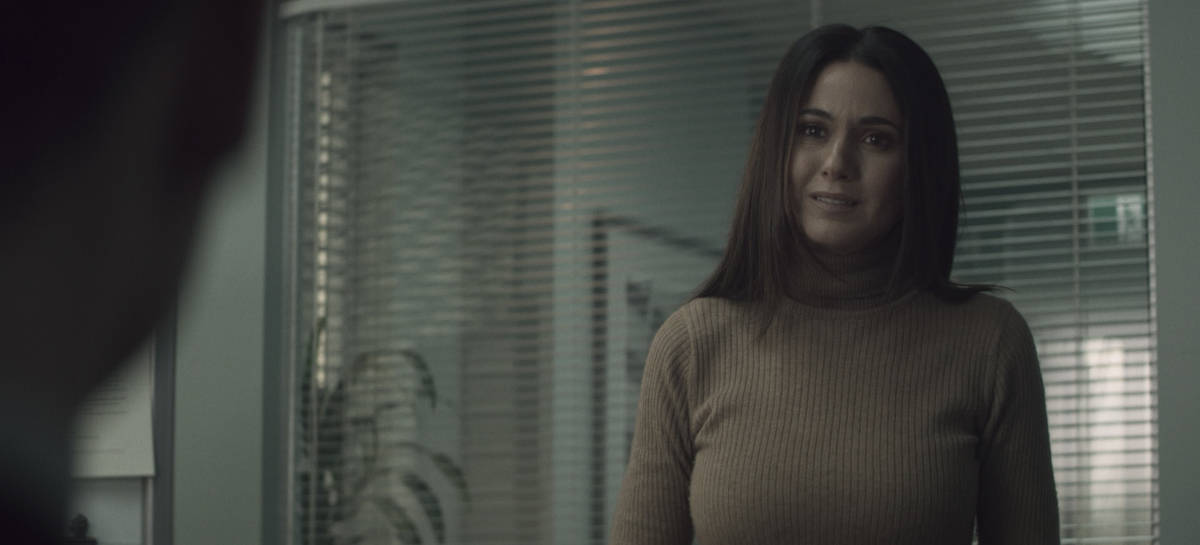 """SUPERMAN AND LOIS Season 1 Episode 7 -- """"Man of Steel"""" -- Image Number: SML107fg_0045r.jpg -- Pictured: Emmanuelle Chriqui as Lana  -- Photo: The CW -- © 2021 The CW Network, LLC. All Rights Reserved.Photo Credit: Bettina Strauss"""
