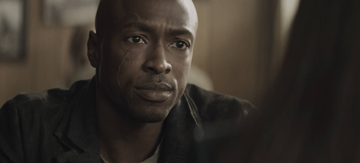 """SUPERMAN AND LOIS Season 1 Episode 7 -- """"Man of Steel"""" -- Image Number: SML107fg_0038r.jpg -- Pictured: Wolé Parks as Captain Luthor -- Photo: The CW -- © 2021 The CW Network, LLC. All Rights Reserved.Photo Credit: Bettina Strauss"""