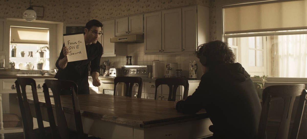 """SUPERMAN AND LOIS Season 1 Episode 7 -- """"Man of Steel"""" -- Image Number: SML107fg_0012r.jpg -- Pictured (L-R): Tyler Hoechlin as Clark and Alexander Garfin as Jordan -- Photo: The CW -- © 2021 The CW Network, LLC. All Rights Reserved.Photo Credit: Bettina Strauss"""