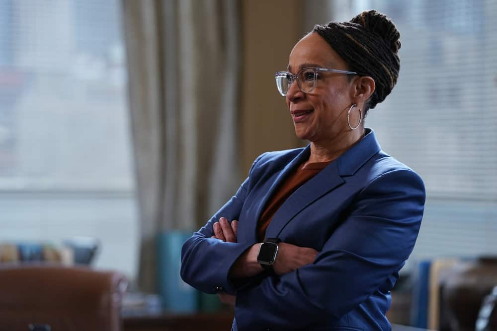 """CHICAGO MED Season 6 Episode 16 -- """"I Will Come To Save You"""" Episode 616 -- Pictured: S. Epatha Merkerson as Sharon Goodwin -- (Photo by: Elizabeth Sisson/NBC)"""