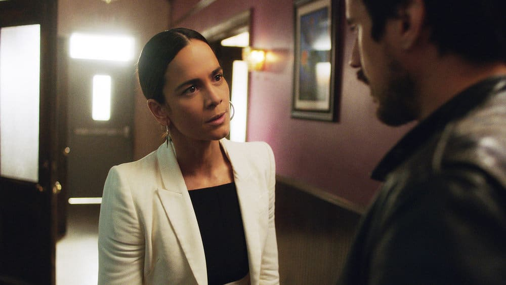 """QUEEN OF THE SOUTH Season 5 Episode 8 -- """"Everything I Touch"""" Episode 508 -- Pictured in this screengrab: (l-r) Alice Braga as Teresa Mendoza, Peter Gadiot as James Valdez -- (Photo by: USA Network)"""