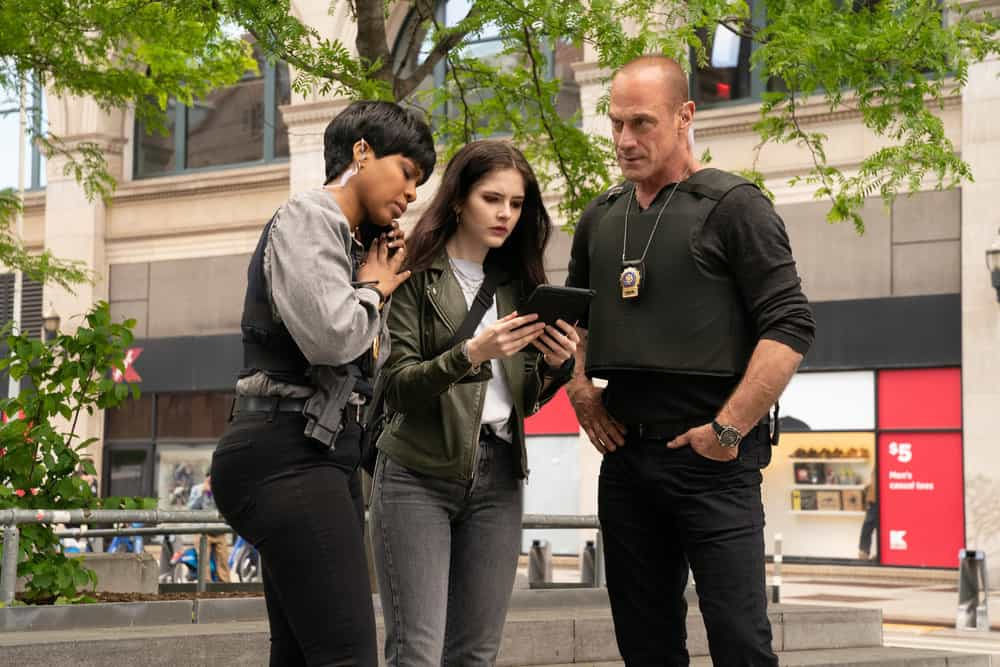 """LAW AND ORDER ORGANIZED CRIME Season 1 Episode 7 -- """"Everybody Takes A Beating Sometime"""" Episode 107 -- Pictured: (l-r) Danielle Moné Truitt as Sergeant Ayanna Bell, Ainsley Seiger as Jett Slootmaekers, Christopher Meloni as Detective Elliot Stabler -- (Photo by: Virginia Sherwood/NBC)"""