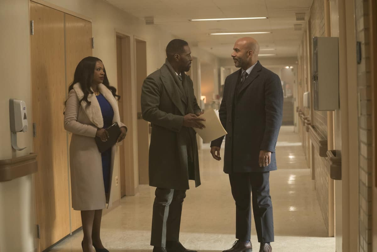 """THE CHI Season 4 Episode 2 (L-R): Kandi Burruss as Roselyn, Curtiss Cook as Douda and Joel Steingold as Marcus in THE CHI, """"Cooley High"""". Photo credit: Elizabeth Sisson/SHOWTIME."""
