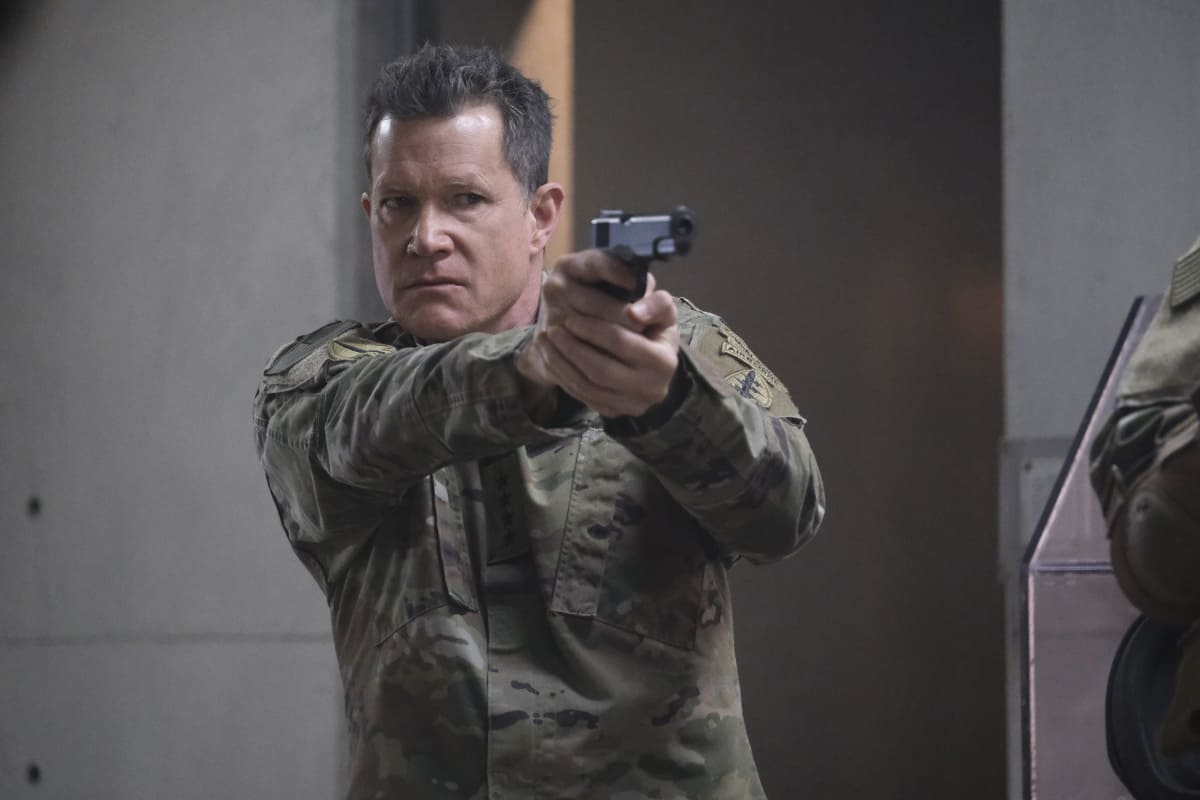 """SUPERMAN AND LOIS Season 1 Episode 8 -- """"Holding The Wrench"""" -- Image Number: SML108fg_0167r.jpg -- Pictured: General Lane  -- Photo: The CW -- © 2021 The CW Network, LLC. All Rights Reserved.Photo Credit: Bettina Strauss"""