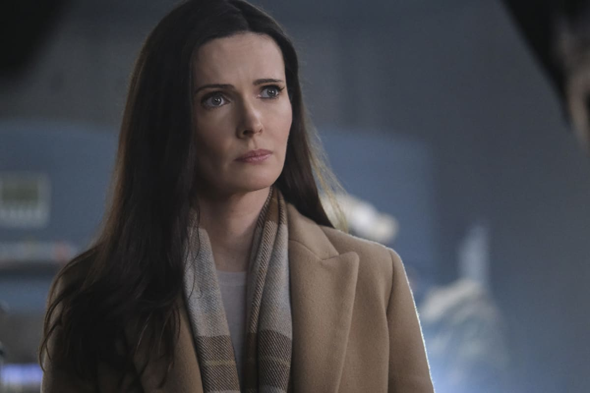 """SUPERMAN AND LOIS Season 1 Episode 8 -- """"Holding The Wrench"""" -- Image Number: SML108fg_0192r.jpg -- Pictured: Bitsie Tulloch as Lois -- Photo: The CW -- © 2021 The CW Network, LLC. All Rights Reserved.Photo Credit: Bettina Strauss"""
