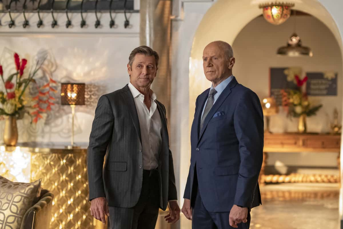 """DYNASTY Season 4 Episode 5 -- """"New Hopes, New Beginnings"""" -- Image Number: DYN405a_0443r.jpg -- Pictured (L-R): Grant Show as Blake and Alan Dale as Anders -- Photo: Wilford Harewood/The CW -- © 2021 The CW Network, LLC. All Rights Reserved"""