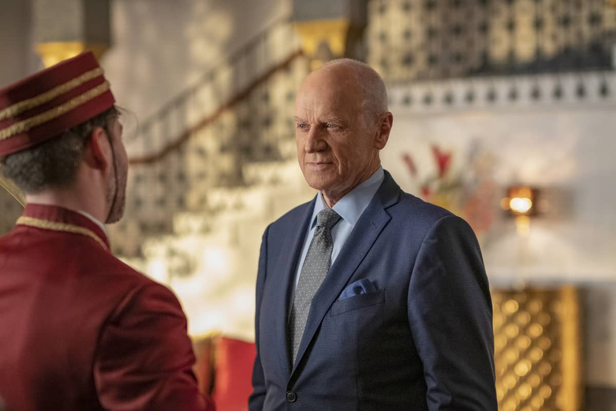 """DYNASTY Season 4 Episode 5 -- """"New Hopes, New Beginnings"""" -- Image Number: DYN405a_0439r.jpg -- Pictured: Alan Dale as Anders -- Photo: Wilford Harewood/The CW -- © 2021 The CW Network, LLC. All Rights Reserved"""