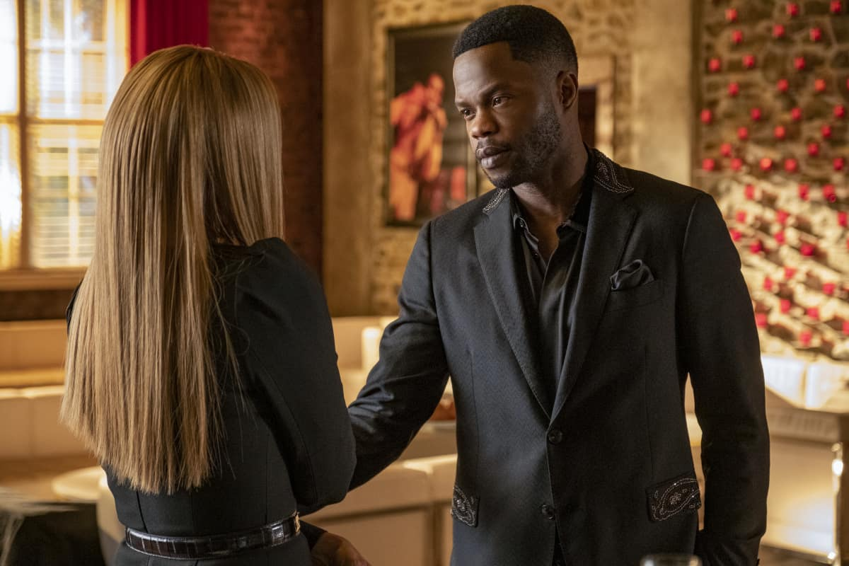 """DYNASTY Season 4 Episode 5 -- """"New Hopes, New Beginnings"""" -- Image Number: DYN405a_0408r.jpg -- Pictured (L-R): Michael Michele as Dominique Deveraux and Sam Adegoke as Jeff Colby -- Photo: Wilford Harewood/The CW -- © 2021 The CW Network, LLC. All Rights Reserved"""