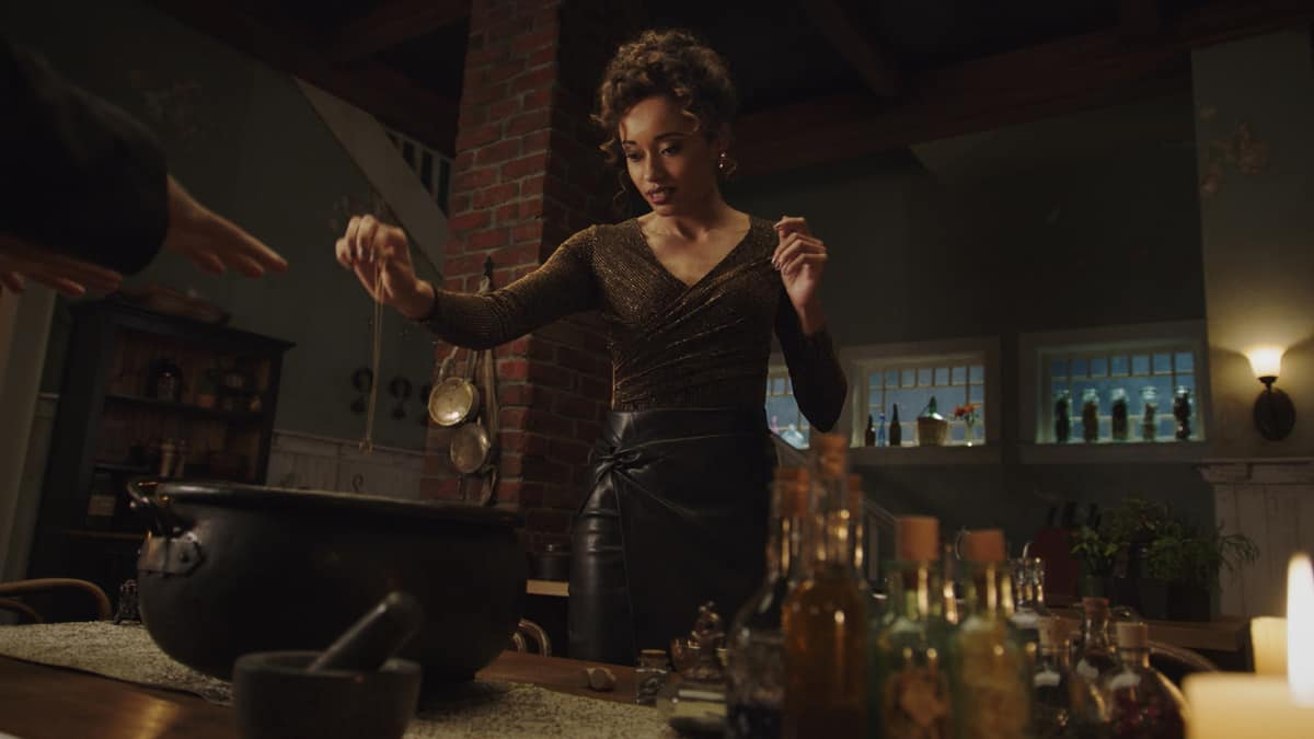 """LEGENDS OF TOMORROW Season 6 Episode 5 -- """"The Satanist\'s Apprentice"""" -- Image Number: LGN605fg_0026.jpg -- Pictured: Olivia Swann as Astra -- Photo: The CW -- © 2021 The CW Network, LLC. All Rights Reserved."""