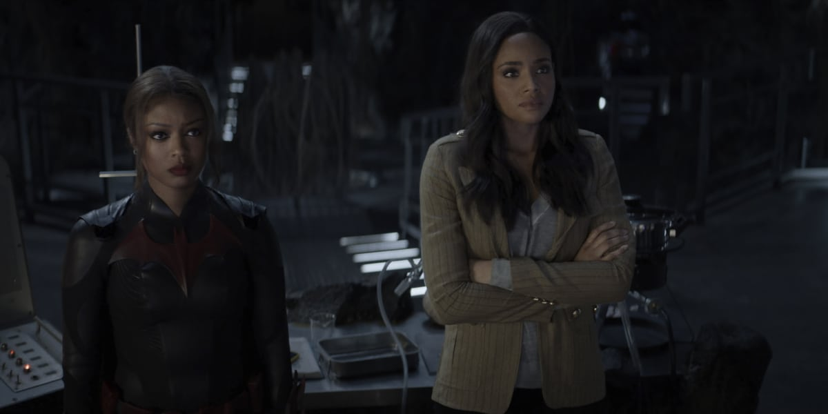 """BATWOMAN Season 2 Episode 15 -- """"Armed and Dangerous"""" -- Image Number: BWN215fg_0022r -- Pictured (L-R): Javicia Leslie as Ryan Wilder and Meagan Tandy as Sophie Moore -- Photo: The CW -- © 2021 The CW Network, LLC. All Rights Reserved."""